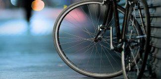 scontro tra bicilette