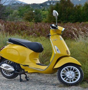 scooter parcheggiato
