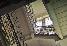 precipitato nella tromba delle scale