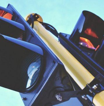 impatto con lo specchietto retrovisore