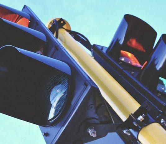 scontro tra veicoli a un incrocio