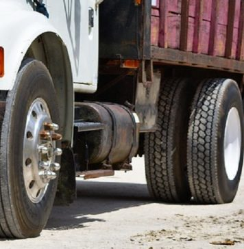 scontro tra due camion