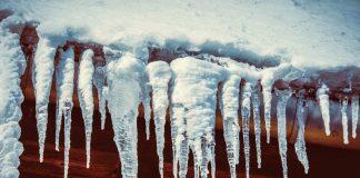 caduta di una massa di neve ghiacciata