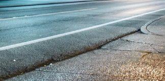 caduta per buca stradale