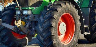 investito da un trattore agricolo