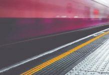 caduta sui gradini della metropolitana